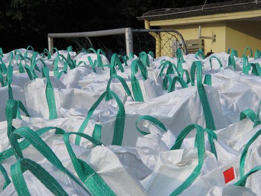 10.09.2012: Die Armee der weißen Säcke (Foto: r.f.)