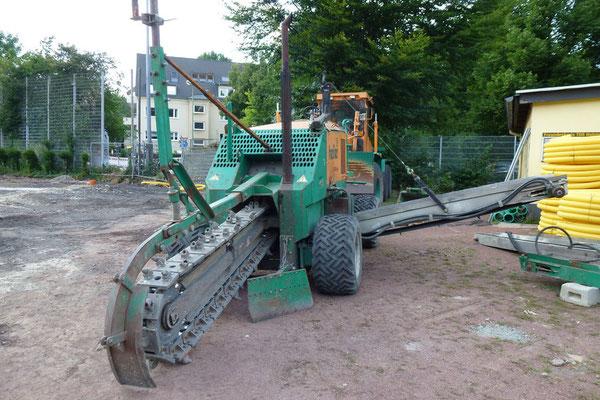03.08.2012: Mit jeder Menge Bauschutt zu kämpfen hat die im Einsatz befindliche Fräse