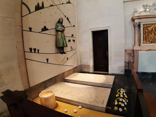 Gräber von Lúcia und Jacinta....