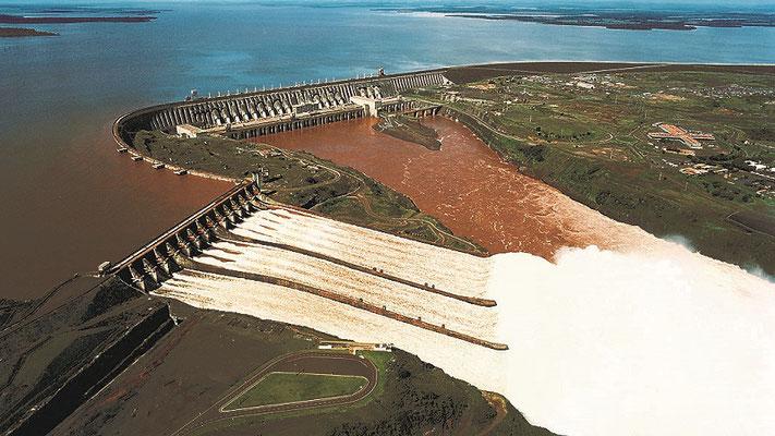 Überflüssiges Wasser wird während der Regenzeit abgelassen (Foto aus dem Internet)