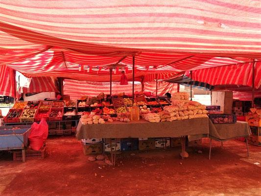 Bauernmarkt - hier haben wir Coca-Blätter gekauft ;o))