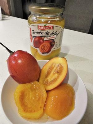 Tomate de Árbol/Baumtomate - wächst in Büscheln am Baum. Die Beere ist sehr Vitamin-haltig und schmeckt süss-herb.