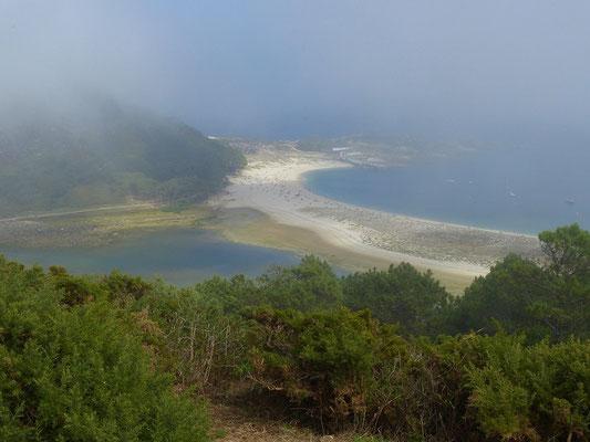....Blick aus dem Nebel auf die Rückseite der Playa