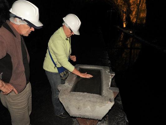 Wir testen die Auftriebskraft von gesättigtem Salzwassers