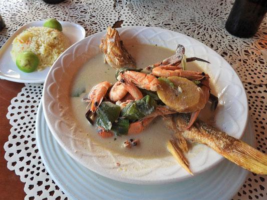 ....Tapada - Kokossuppe mit Meeresfrüchten