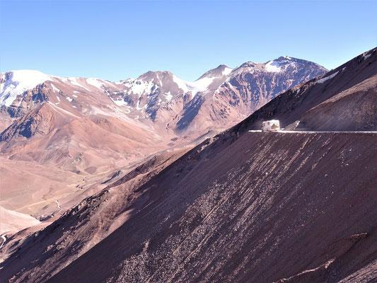 Jetzt geht es wieder über 3000 m runter