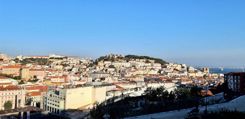 ....und auf das Castelo de São Jorge....