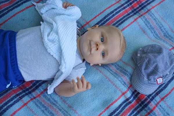 Sandro, gerade vier Monate alt, der jüngste 'Partygänger'!
