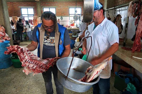 ....Anouar kauft Schafffleisch für ein marokkanisches Tajine
