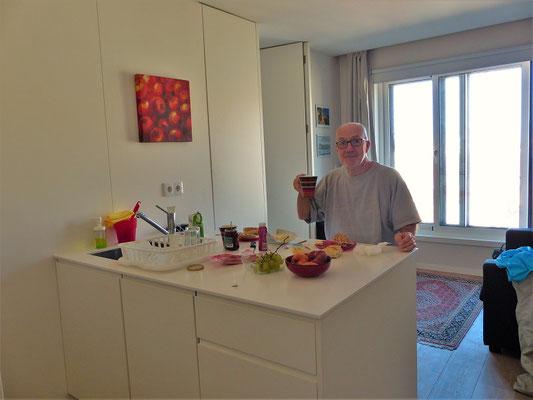 Am nächsten Morgen beim Frühstück