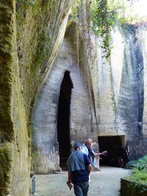 Die entstandenen Höhlen werden als Keller....