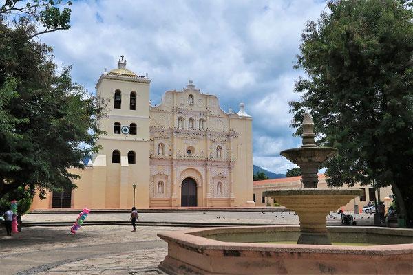 Kathedrale - die grösste koloniale Kirche in Honduras....