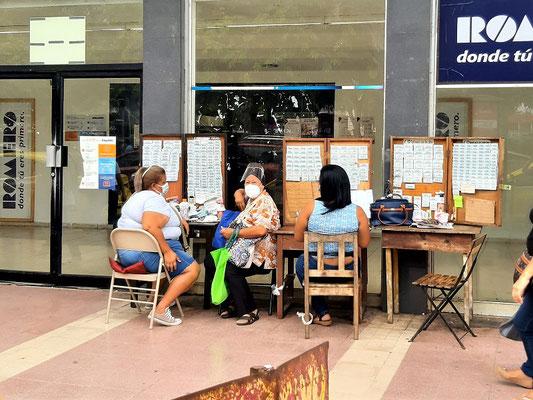 ....Lotto spielen - ein grosses Hobby der Panameños ;o))
