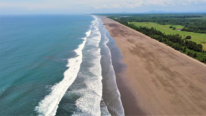 Der 12km lange menschenleere Strand....