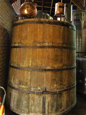 Holzfass aus Tropenholz