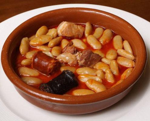 Fabada asturiana - Bohneneintopf mit Blutwurst, Chorizo und Speck