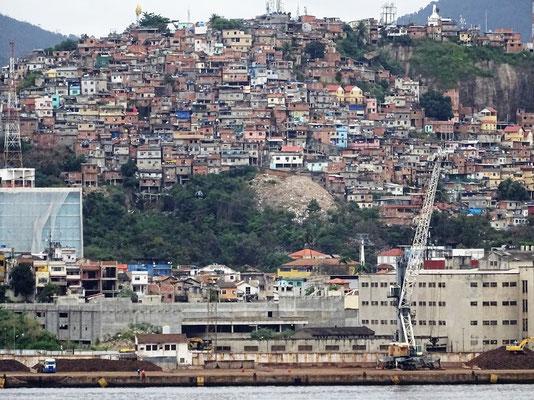 Die Grande Angola zieht an Ríos Favelas....