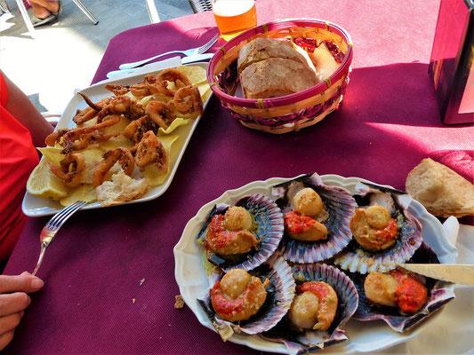 Reisen macht hungrig - köstliche Jakobsmuscheln und frittierte Calamares :o)
