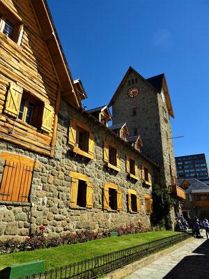 Der Turm wurde nach dem Vorbild des Zytgloggenturm in Bern gebaut