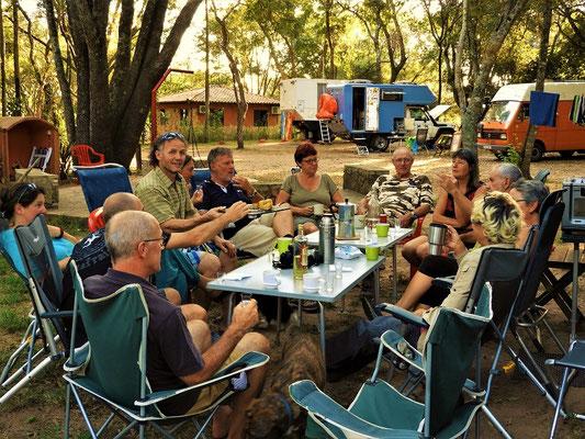 Gemütliches Beisammensein auf dem Camping 'Hasta la Pasta'