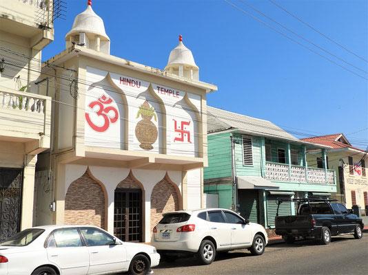 Der Hindutempel in der Einkaufsstrasse