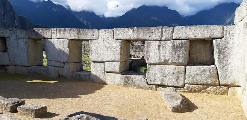 Der Tempel der drei Fenster mit den 3 Tonnen schweren Stützen