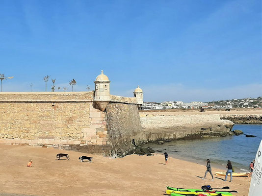 Das Forte da Ponta da Bandeira aus dem 17. Jh. liegt ausserhalb der Stadtmauern direkt am Atlantik....