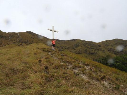 ....vorbei am Kreuz ins Dorf