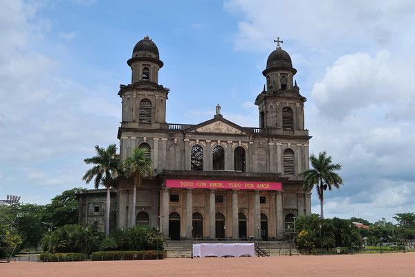 Alte Kathedrale - nach dem schwerem Erdbeben 1972 blieb nur noch die Aussenhülle stehen....