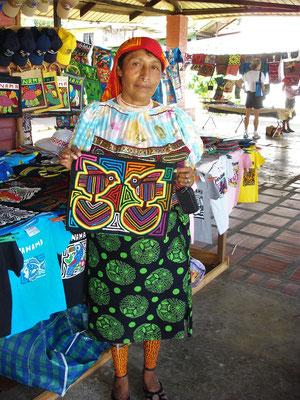 Mola - traditionelles Kunsthandwerk der Kuna Indianer - wird später in unserem Haus hängen