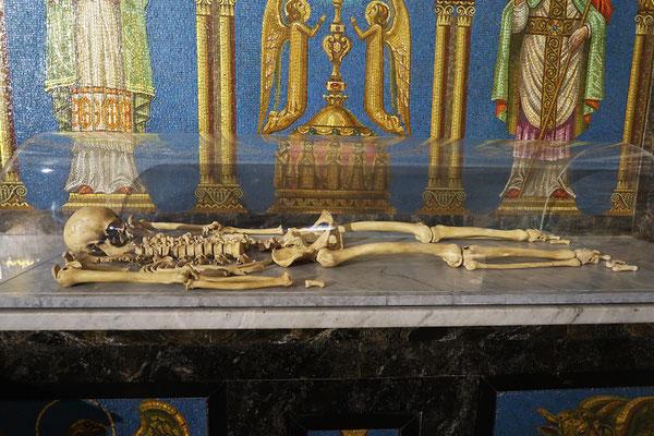 ....mit Francisco Pizarros Überresten