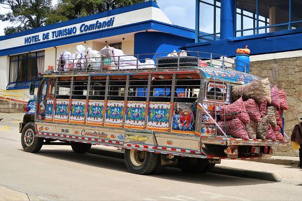 Mit dem vollbepackten Chiva/Bus....