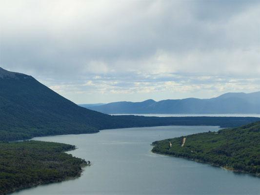 Blick vom Pass zurück Richtung Lago Fagnano und Tolhuin
