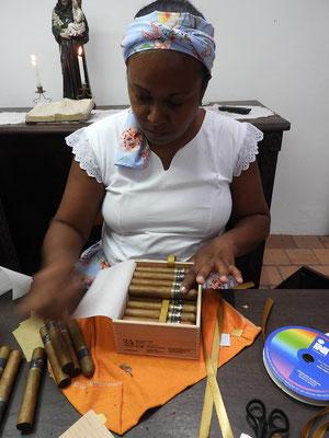 ....verpacken und die Zigarren sind versandbereit