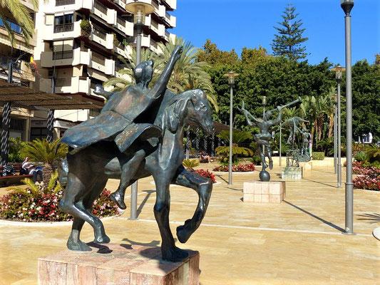Plaza Dali mit Skulpturen des berühmten Künstlers