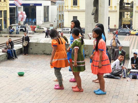 Eine 'enthusiastische' Tanzgruppe bei der Arbeit