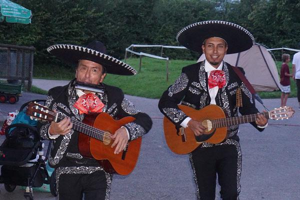 Duo Mariachi-Flores versetzt alle in Reisestimmung!!