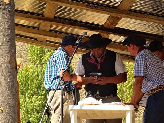 Jeder Rodeo-Reiter muss zum Alkohol-Test !!