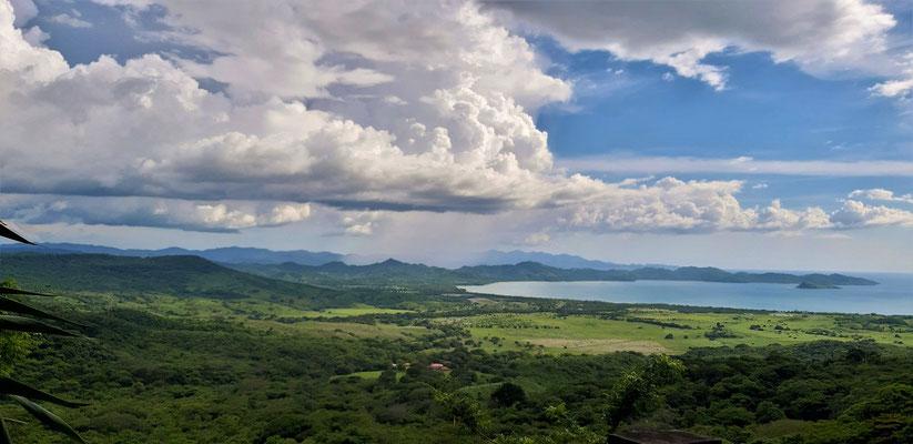 Tolle Aussicht auf den Pazifik und den Nationalpark Santa Elena....
