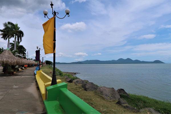 Malecón/Seepromenade am Managua-See mit Vulkan Momotombo