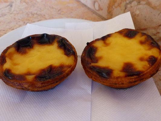 Pasteis de Nata - Blätterteigtörtchen mit Puddingmasse gefüllt und mit Zimt bestreut, schmecken am besten noch leicht warm