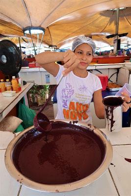 Açai - eine Sauce aus den Palmfrüchten, schmeckt wie Kerzenwachs ;o) und wird als Dessert oder zu Fleisch serviert