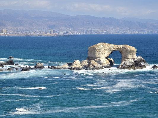 Im Hintergrund Antofagasta