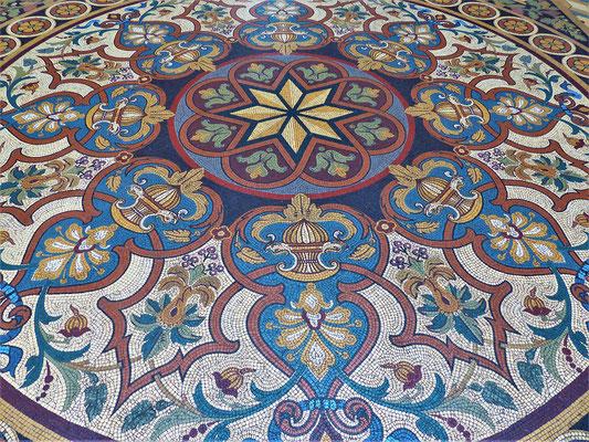 Boden-Mosaik in  der Eingangs-Halle