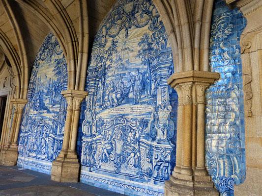 Azulejos im Kreuzgang