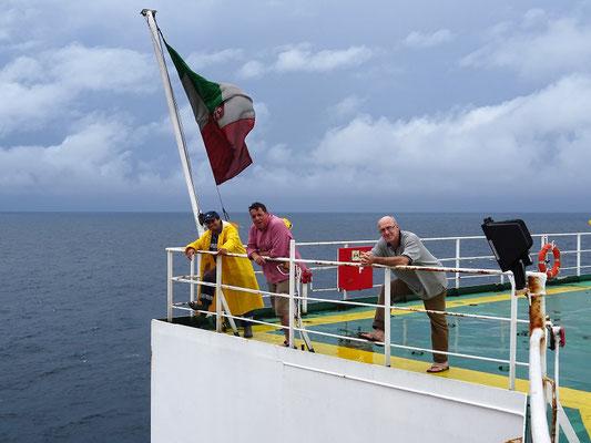 Der Helmsman bekommt Hilfe beim Bewachen der Grande Angola, damit kein blinder Passagier in Freetown an Bord kommt