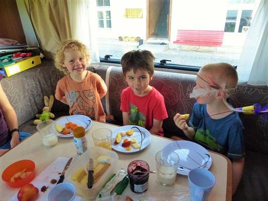 Frühstück mit Zoe, Louis und Gian