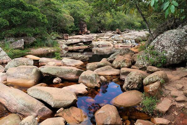 Flussbett überqueren - zum Glück ist nicht Regenzeit ;o))