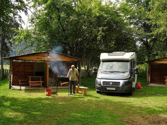 Camping Mañihuales - wir geniessen einen feinen Asado....