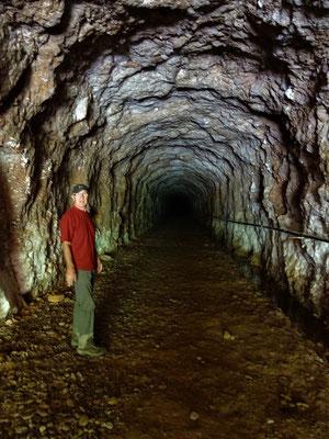 Eingangsstollen zur stillgelegten Edelmetall-Mine